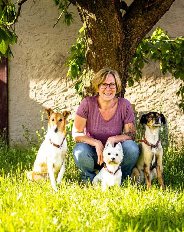 Katinka Halt-Herweg - Ihre Ansprechpartnerin für zielgerichtetes Hundetraining und Welpenausbildung